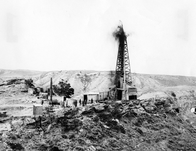Elk Basin Gusher, 1917. Photo: American Heritage Center