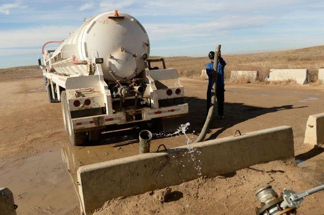 Filling water truck