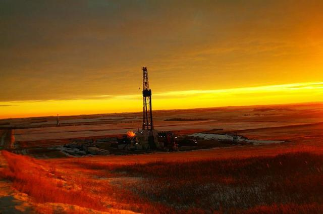 An oil rig near Keene, North Dakota. Photo: Jeff Swan, Selah, Washington